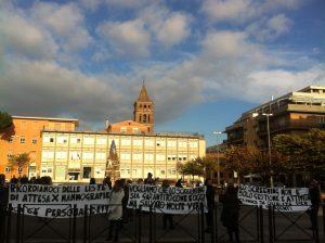 La manifestazione delle donne fuori dello 'Stallone'