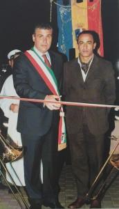 Nella storia precedente, Stefano Sassano ed Eligio Rubeis; poi hanno scambiato le divise; del futur non v'è contezza