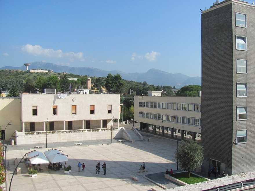 Il palazzo e la piazza del Comune di Guidonia Montecelio