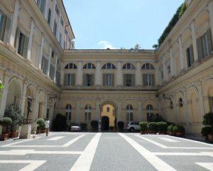 Palazzo Valentini, già sede della Provincia di Roma, ora della Città metropolitana