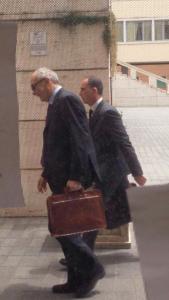 L'ingresso di questa mattina in municipio: i viceprefetti Giuseppe Marani e Carlo Foti prendono possesso del Comune di Guidonia Montecelio