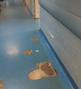 Il proseguimento della via Tiburtina, le buche anche nel corridoio dellospedale